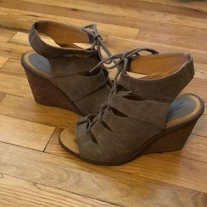 Melrose and Market Laced Wedges